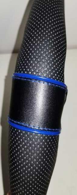 Cubre volante 1065 negro detalle azul